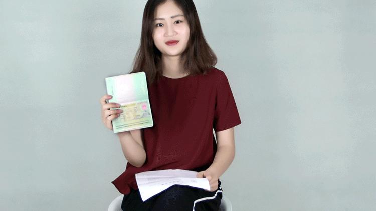 Phan Mỹ Vy nhận visa du học.