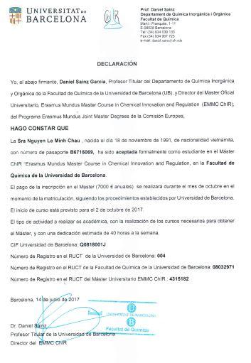Bạn Minh Châu nhận thư mời nhập học của trường Đại học Tổng hợp Barcelona