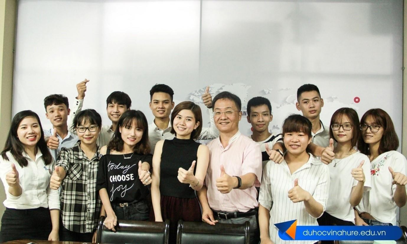 Trực tiếp các trường đại học danh tiếng tại Đài Loan về thăm và phỏng vấn học sinh tại văn phòng công ty