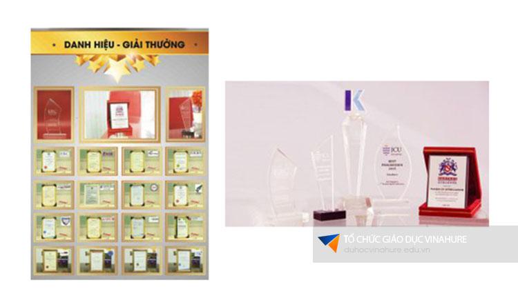 Vinahure tự hào nhận được nhiều giải thưởng do chính sinh viên và các trường đối tác trao tặng.
