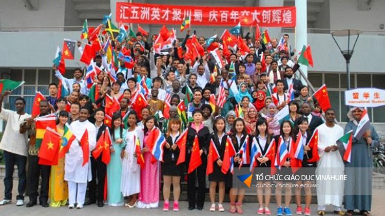Cơ hội tham gia chương trình giao lưu sinh viên quốc tế mỗi năm một lần do trường tổ chức.