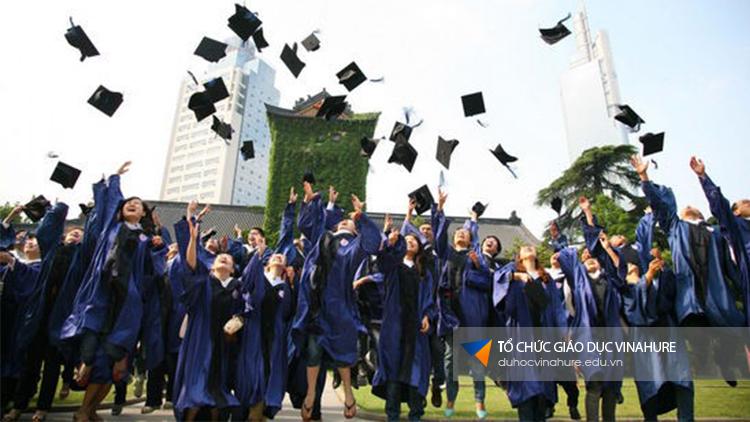 Tất cả các bạn học sinh tốt nghiệp lớp 12, sinh viên đang học hoặc đã tốt nghiệp cao đẳng đại học đều có thể học tại Trung Quốc.