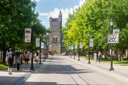 trường đại học ở Canada
